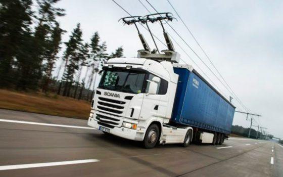 Adieu les camions polluants : la Suède construit des lignes électriques pour les poids lourds
